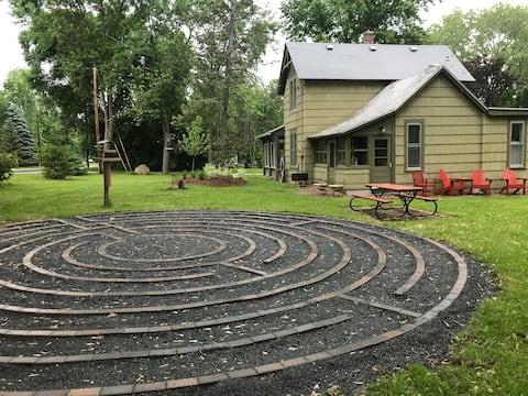 Artful & Inviting Historic Home, walk to Main St