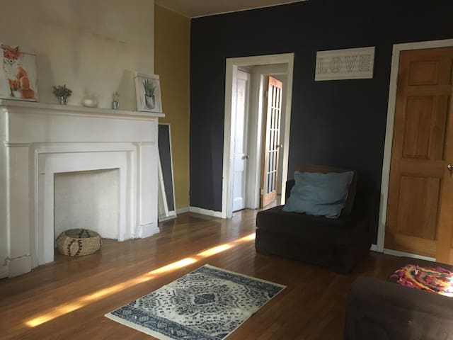 Warm and Inviting 1 Bedroom In Fort Greene
