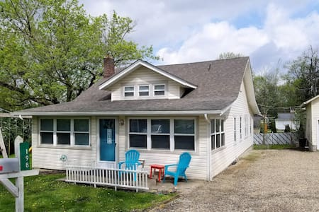 Brookshore Cottage Sleeps 12 at Chippewa Lake