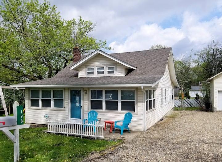 Brookshore Cottage Sleeps 12 at Chippewa Lake