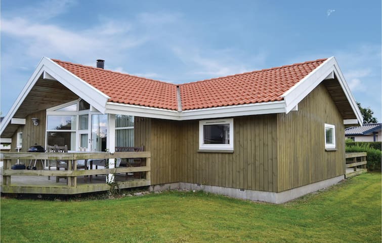 Holiday cottage with 2 bedrooms on 70m² in Juelsminde
