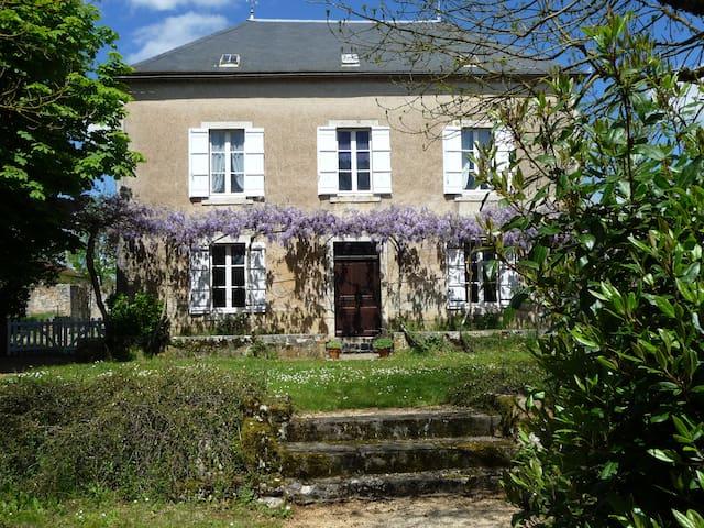 Maison de famille avec grand jardin, proche centre - Gramat - Casa