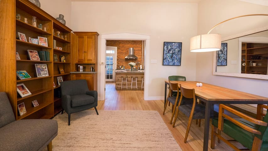 Beautifully Remodeled Downtown Retreat