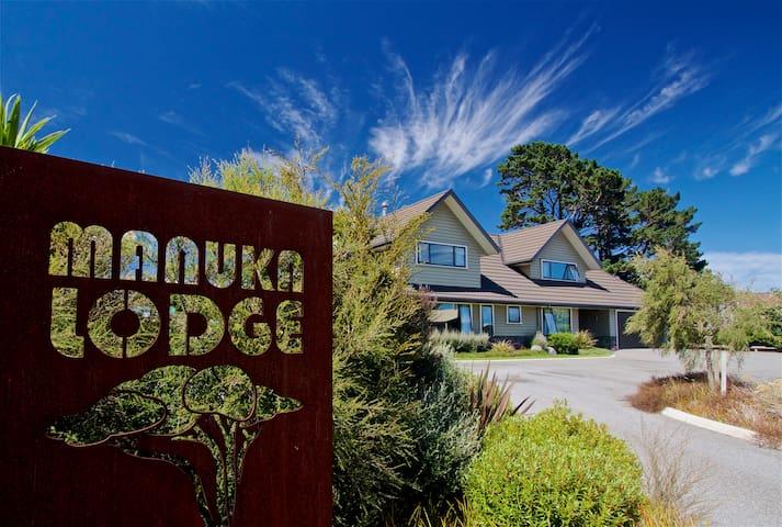 Manuka Lodge Bed & Breakfast