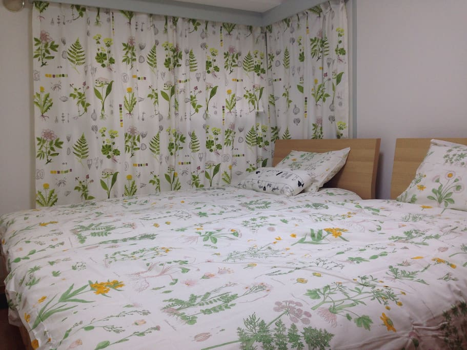 Warm and clean room with 2single beds