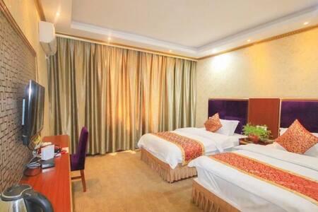 九寨沟悦宾客栈双床房,使用面积28平方米,有窗,高清电视无线WIFI;床上用品纯棉面料,独立卫生间