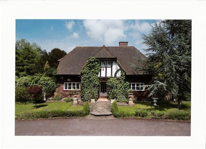 Beautiful B&B Situated within the  North Downs - Betchworth - Bed & Breakfast