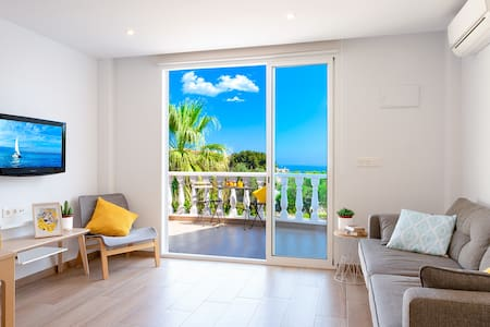 Nordic style apartment: Terrace, sea views & pool