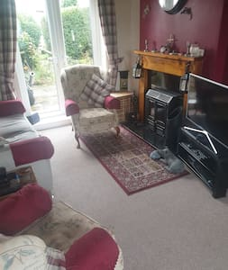Close to M1 and Derbyshire Peak District Single Rm