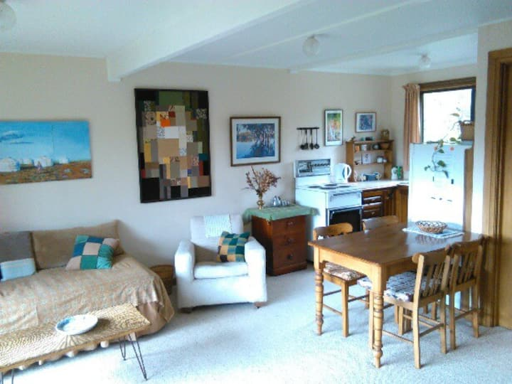 Coffin Bay self-contained unit next to beach