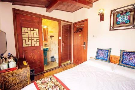 【住进金庸笔下的沐府】中式风的迷你小房间、拥有拍照圣地网红露台花园、品质口碑餐厅、位于古城内叶榆路上