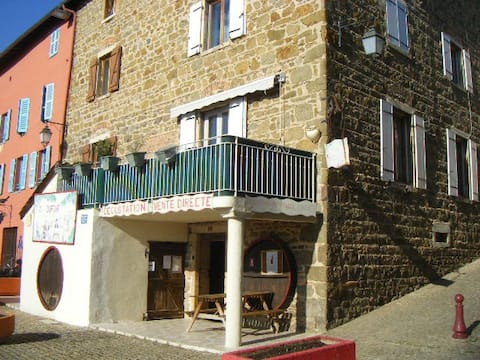 LA BELLCHETTE Holiday rental in the heart of CLOCHEMERLE