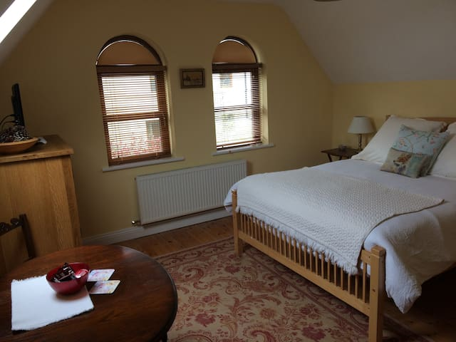 Large bedroom, private bath, 10 min walk from town