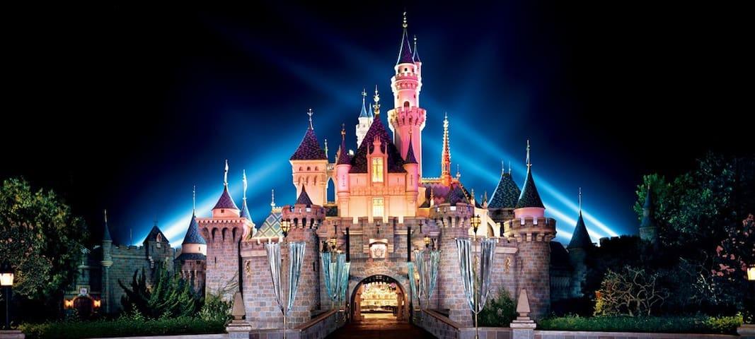 Close to Disneyland cozy and modern 2b2b!!!