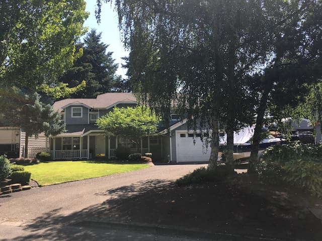 Large home for Olympic Trials & Int. Soccer Cup - Eugene
