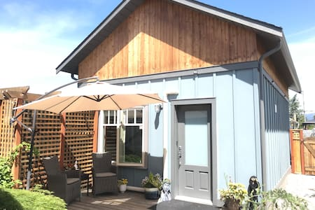 Getaway Carriage House - Great Location! Private!