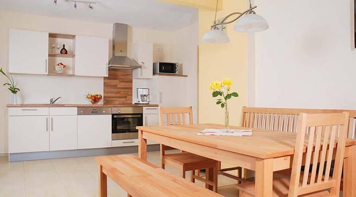 Ferienbauernhof Herrmann (Herrieden), Ferienwohnung Kornkammer (65qm) mit Terrasse und Küche