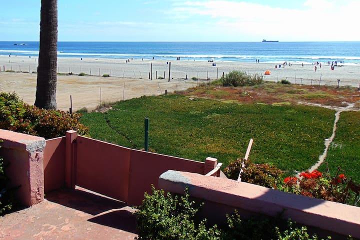 Beach Front! 1 Block From Papas n Beer!