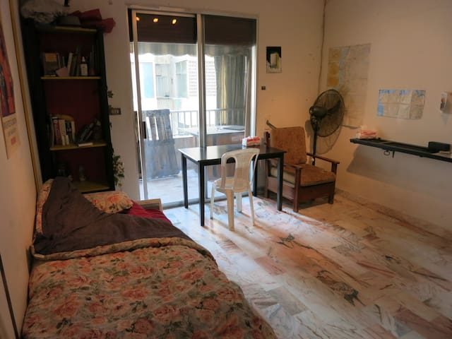 Artistic room in a shared flat - Beirut - Apartment
