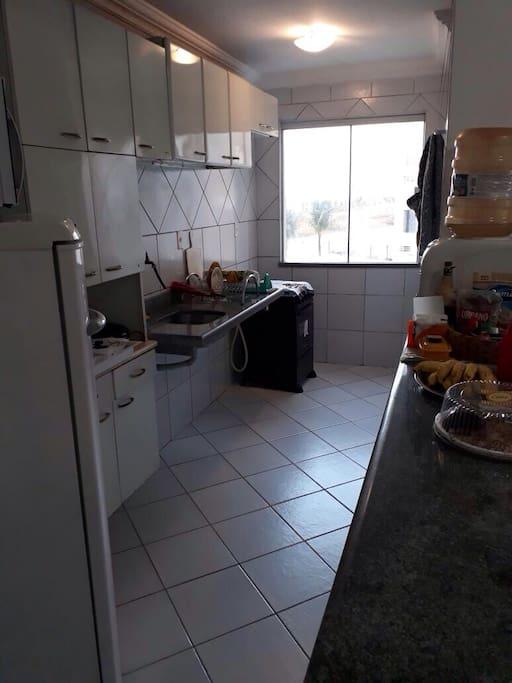 Cozinha totalmente mobiliada