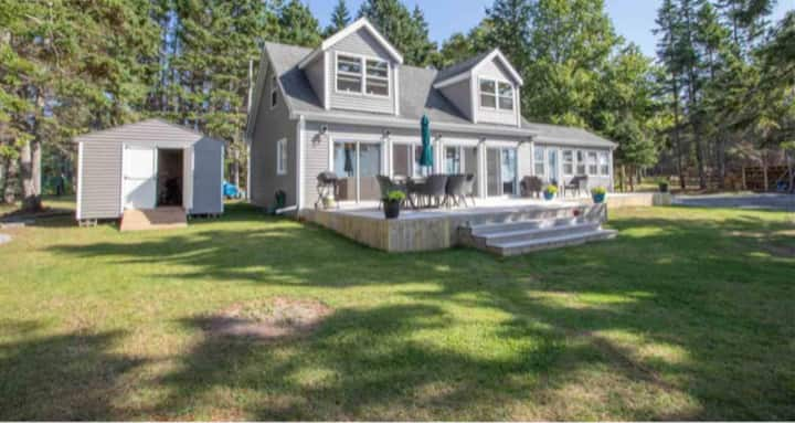 Spectacular Panmure Island waterfront cottage!