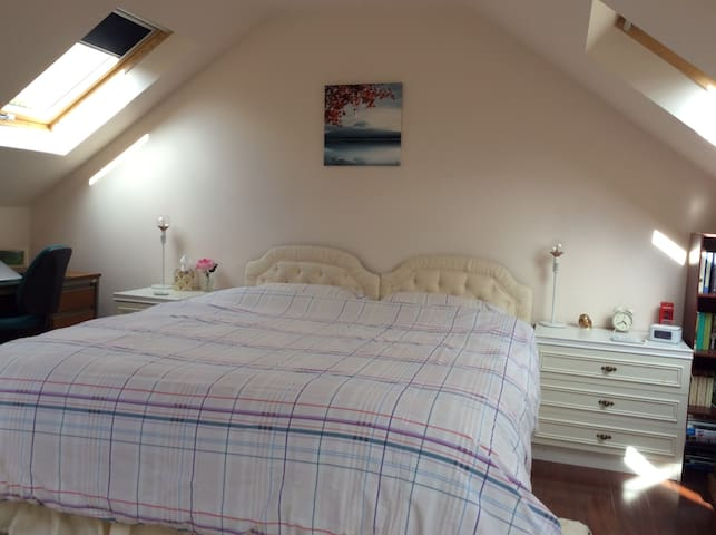 Spacious rooms + ensuite +free parking on driveway