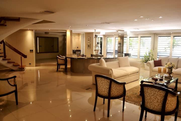 Casa amplia San Isidro con piscina zona Hipodromo
