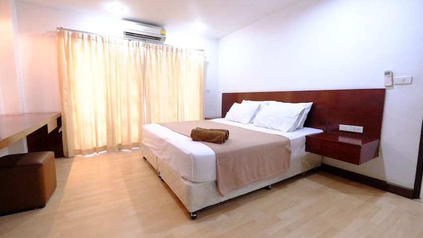 Great price&Location, 100m BTS Ploenchit,Sukhumvit