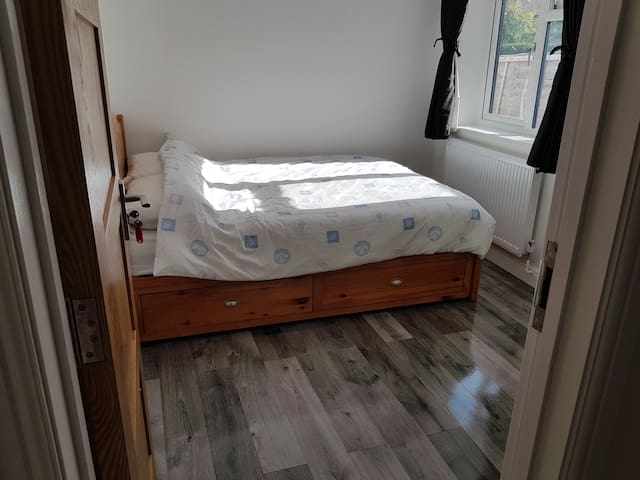 Newly Refurbished clean Double room Ground Floor