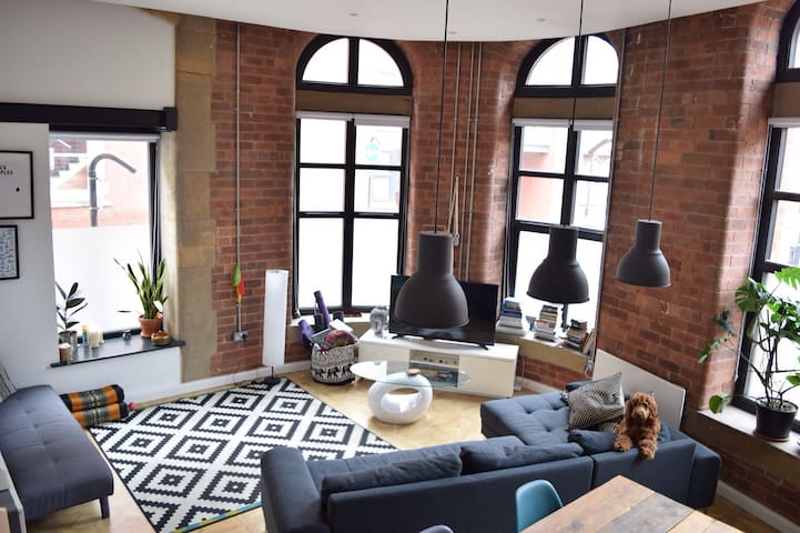 LUXURY Leeds city centre apartment. Private room