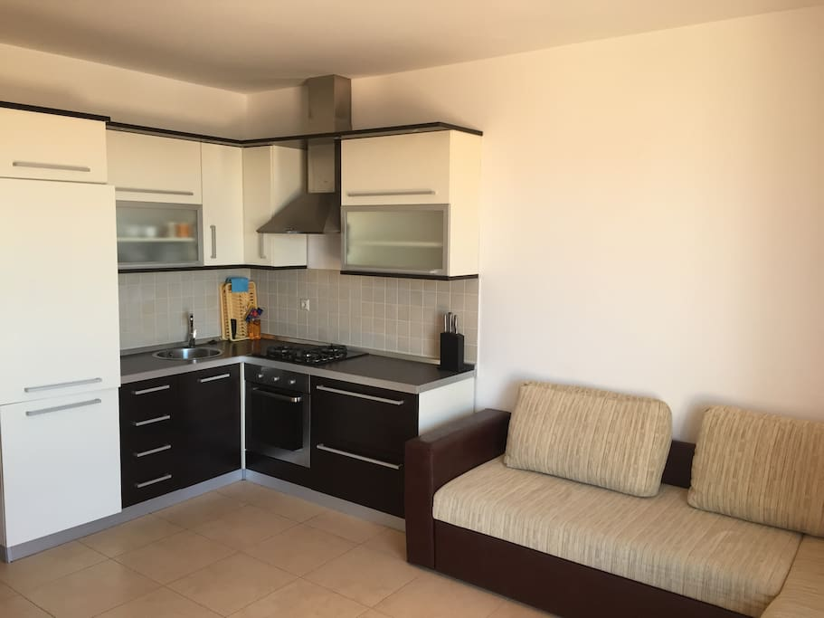 Fully equipped kitchen with oven, stove and refrigerator.