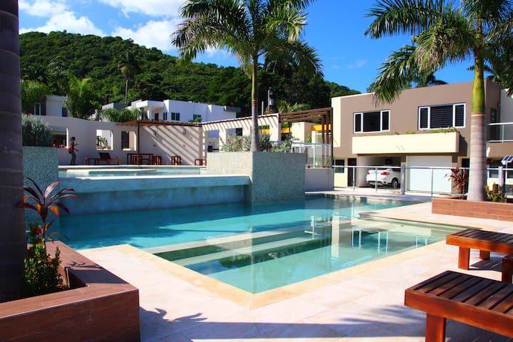 "Modern Mobay Studio (with that ""cool"" factor). - Montego Bay (Spring Garden) - Flat"