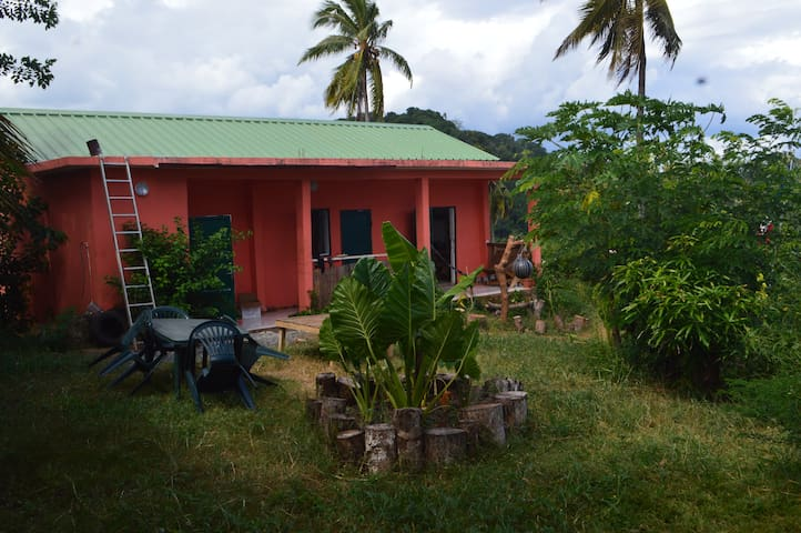 La maison orange - M'Tsangamouji - Huis