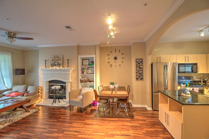 Modern, Cozy, Quiet, and Spacious in NW Austin.