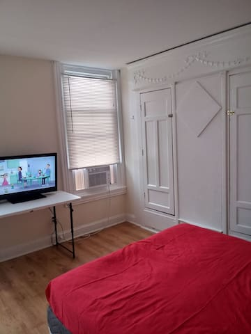 Queen bedroom with basic tv and a.c