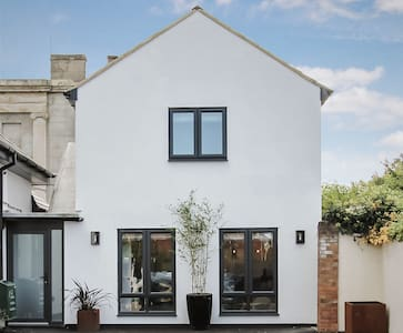 2 Bedroom boutique - 'Home from home' Cheltenham