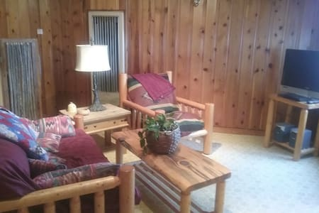 Rustic SW style, Pet Friendly, 1 bedroom Apartment - Silver City