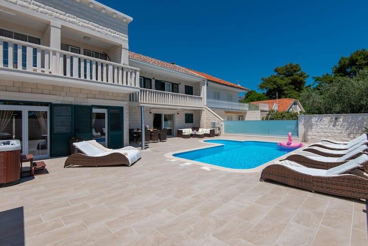 Luxury Villa Domenica