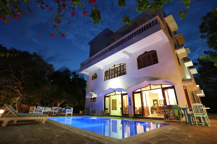 Kabi House:- Whole House 4 bed en suite with pool