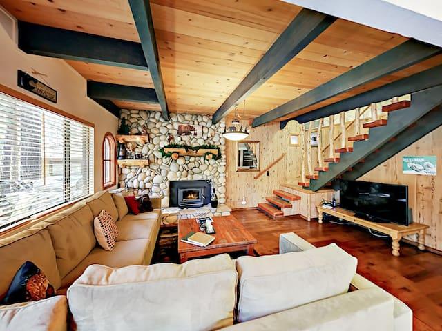 3BR Cabin, Walk to Snow Summit