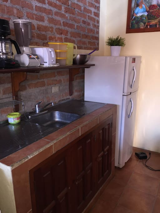Stainless steel sink, and refrigerator.