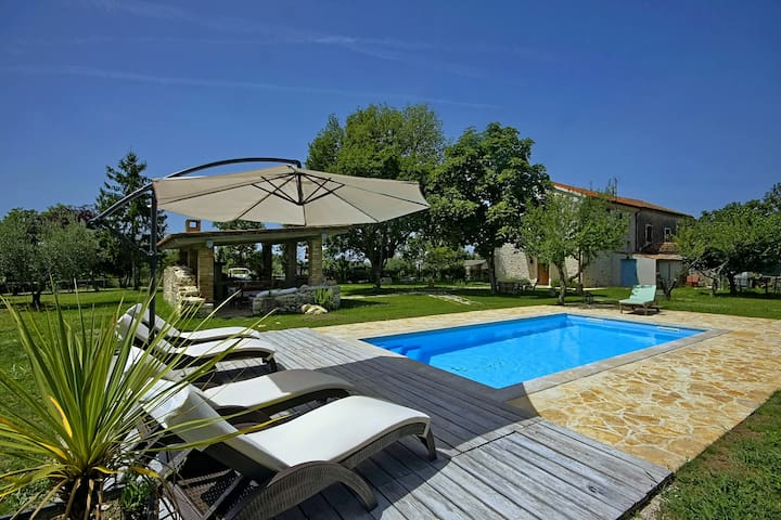 Casa Buscina, Villa with a private pool - Materada - Vila