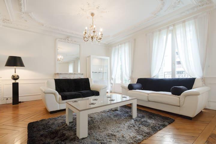 MONTMARTRE  Spacious Duplex 130 m2 - 4 bedrooms