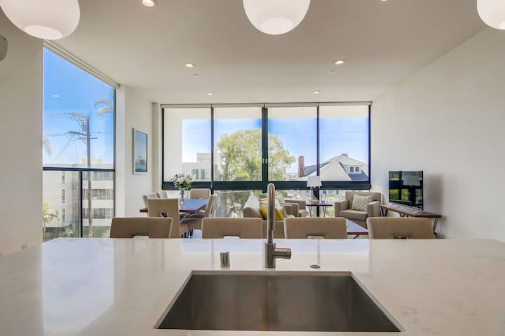 Spacious Bankers Hill Loft + Parking