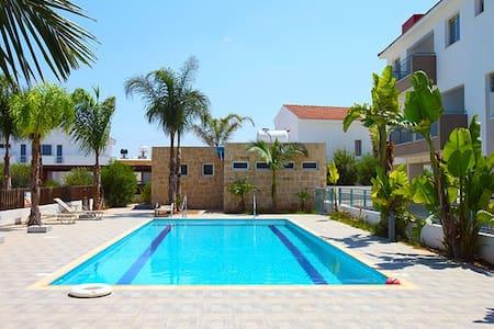 2 Bedroom Apt. with pool near Ayia Napa & Protaras - Paralimni - Apartamento