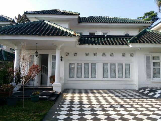 Villa PR 4 BR private pool puncak