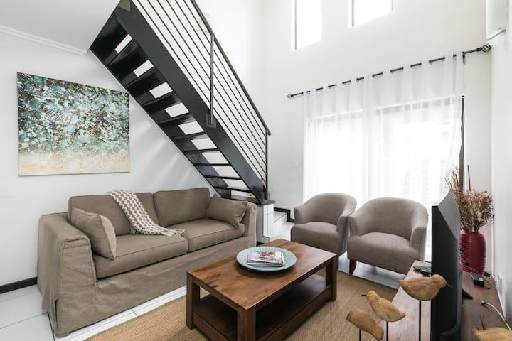 Upmarket Sunninghill Apartment 52