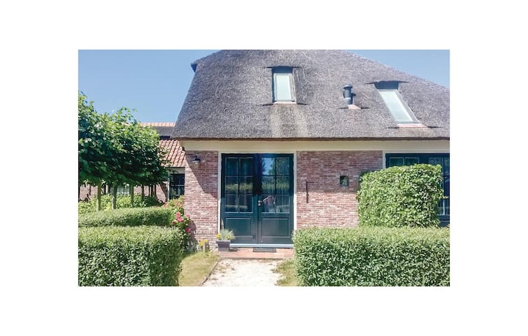 Holiday apartment with 4 bedrooms on 80m² in Wijdenes