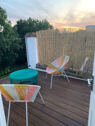 Sunny Flat with private balcony in Shoreditch