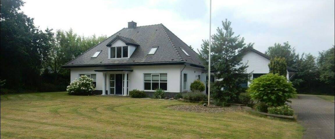 Midden in de natuur van de Veluwe - Wekerom - Villa